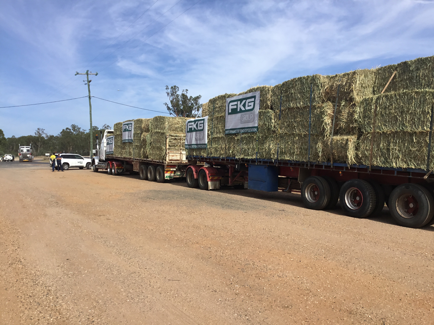 FKG Group Donates Hay to Farmers in the Isaac Region